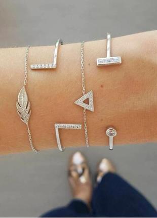 Набор браслетов 4 штуки ( браслеты серебристого цвета с подвес...
