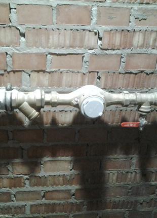 Монтаж лічильників гарячої та холодної води.