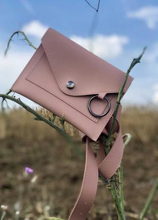 Стильная женская сумка на пояс  пудрового цвета