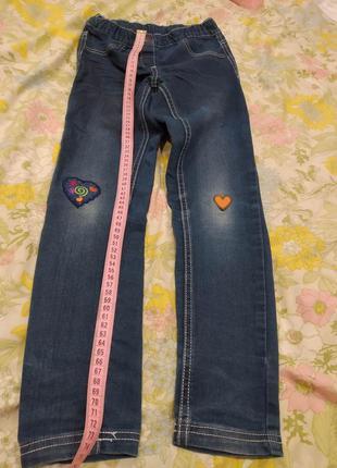 Джинсы на девочку в сердечки. штаны.
