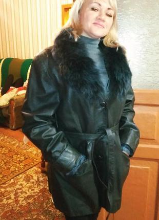 Кожаная курточка пиджак черный.