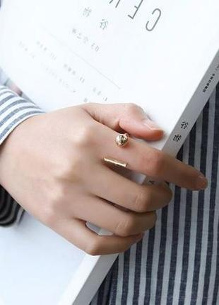 Стильное кольцо под серебро