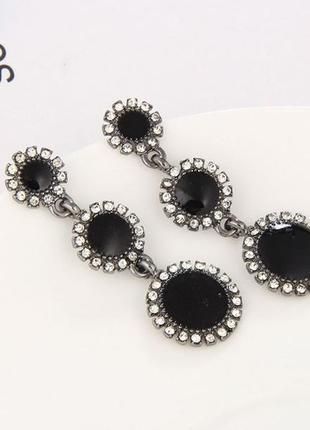 Длинные серьги черные камни