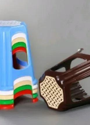 Табуретки в ассортименте для дома из качественного пластика