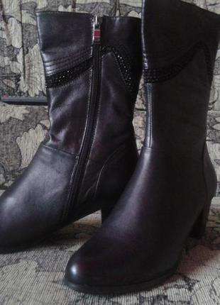 Демисезонные кожаные полусапожки на среднем каблуке