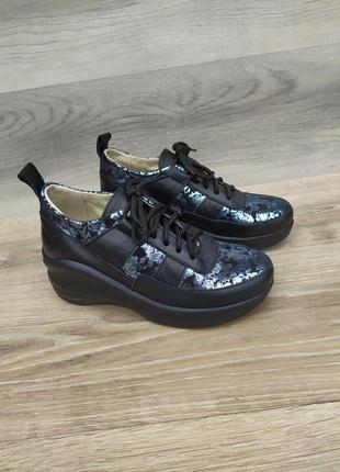 Женские кожаные кроссовки 36 , 37   размера   , шкіряні кросівки