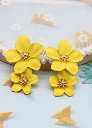 Нежные длинные серьги желтые цветы