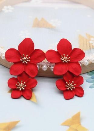 Нежные длинные серьги красные цветы