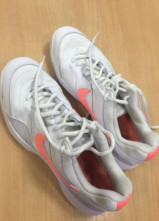 40 Nike court lite