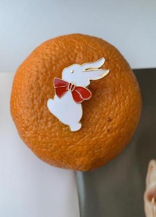 Брошь на одежду заяц, значок кролик