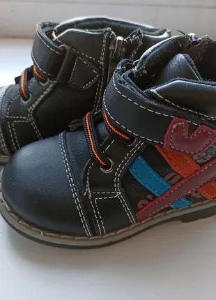 Детские демисезонные полусапожки ботинки на липучке фирмы Y. Top
