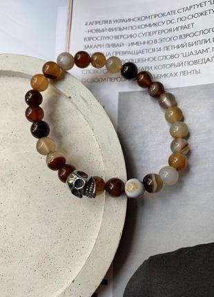 Мужской браслет из натурального камня агат со вставкой череп