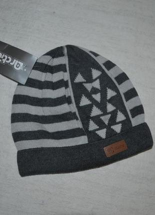 В наличии шапка треугольник р48-50 арктик