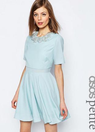 Нежно голубое платье asos с расклешенной юбкой украшением, веч...