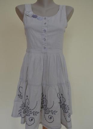 Легкое нежное платье с вышивкой в подарок