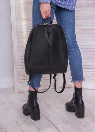 Женский идеальный черный рюкзак из натуральной кожи