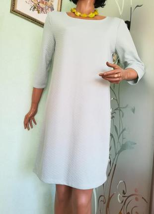 Трикотажное платье приятного мятного цвета прямого силуета