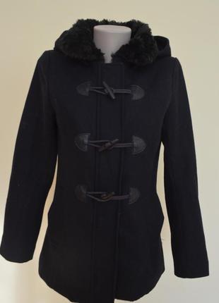 Классное фирменное молодежное пальто с капюшоном и мехом шерсть