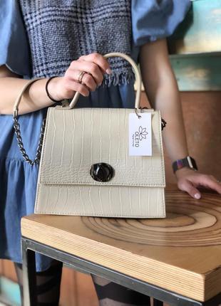 Женская сумочка на два отделения с цепочкой молочная