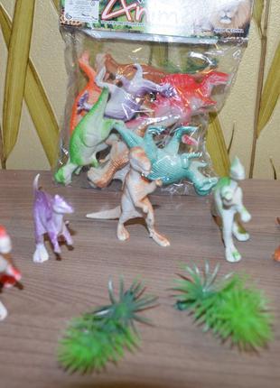 Набор фигурок динозавриков, 8 штук в пакете + 2 листочка