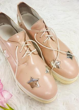 Пудровые туфли на масивной подошве