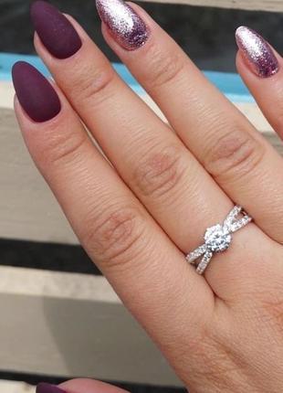 Кольцо раздвоенное с камнем
