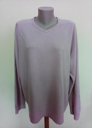 Мужской свитер красивого пудрового цвета