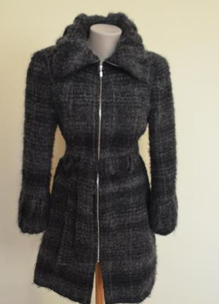 Шикарное шерстяное теплое буклированное пальто от zara
