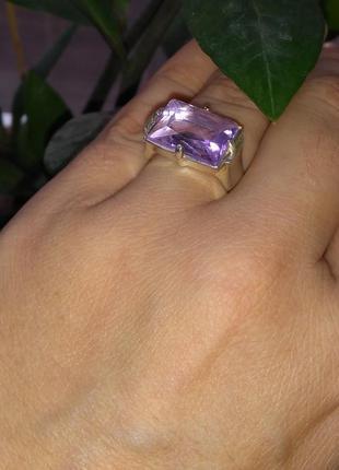 Кольцо с камнем 17 размер