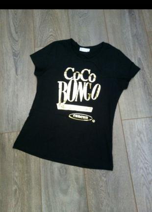 Черная трикотажная футболка кофточка майка золотистый принт