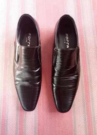 Чоловічі туфлі в ідеальному стані