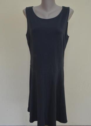 Стильное трикотажное платье мирового бренда