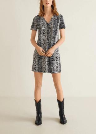 Трикотажное платье трапеция змииный принт mango xs, s, m