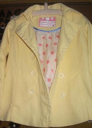 Желтый пиджак ,ветровка на девочку 6-7 лет