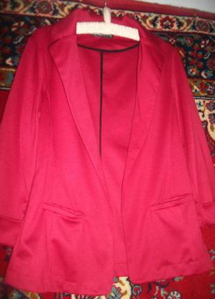 Пиджак красный трикотажный