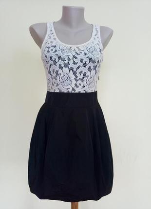 Красивое брендовое платье с гипюром