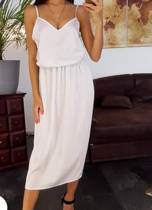 Белое платье миди на бретелях