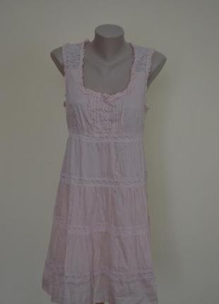 Очень красивое легкое платье с кружевными вставками