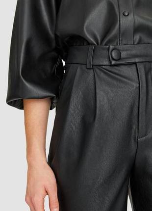 Модные штаны под кожу stradivarius