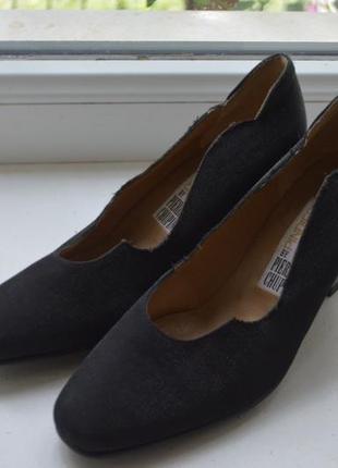 Шикарные туфли размер 35,новые, стелька 23 см.