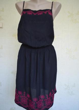 Бомбезное платье-комбинация черное с вышивкой