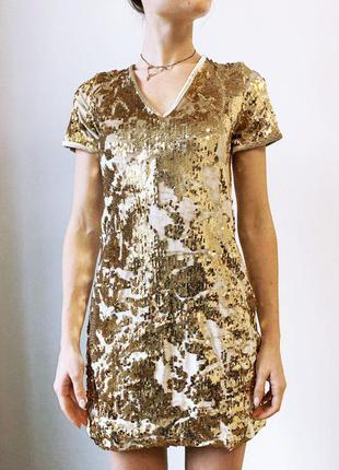 Золотое велюровое платье с пайетками