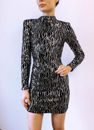 Нарядное черное платье с серебряными пайетками