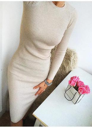 Молочное платье в рубчик bershka