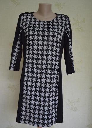 Практичное красивое платье гусиная лапка очень стройнит
