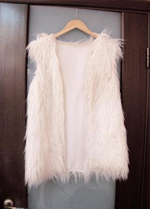 Белая жилетка лама