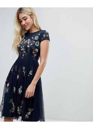 Темно синее декорированное платье миди фатин темно-синего цвет...