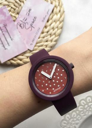 Женские часы (можно менять ремешки)