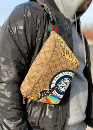 Поясная сумка бананка Gucci Supreme бежевая