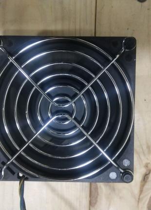 Мощный вентилятор с защитной решеткой
